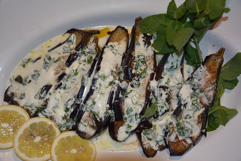 gegrillte-auberginen-mit-griechischen-joghurt-und-minze