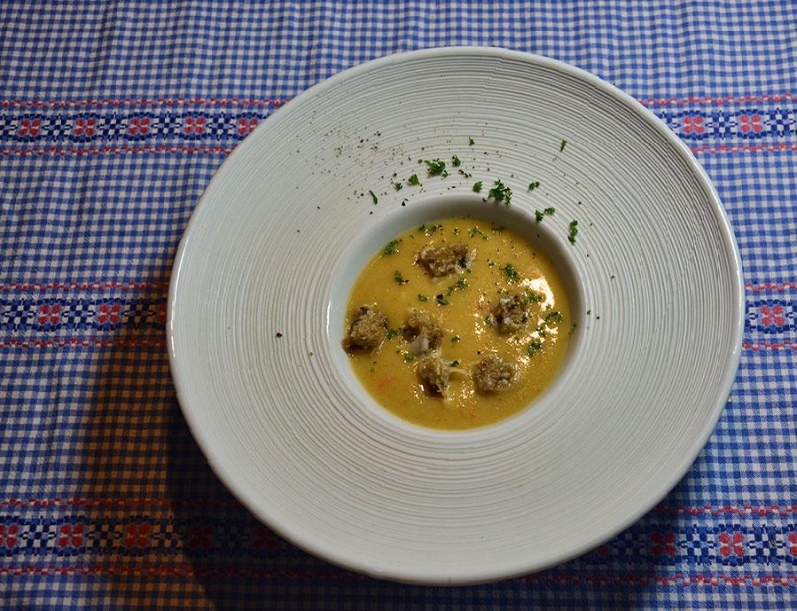 blumenkohlsuppe-mit-kaesecroutons